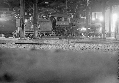 2016.010.FAC1.01813B--cole 500 neg--C&NW--steam locomotive 4-4-0 A 202 inside roundhouse--Janesville WI--1930 0531