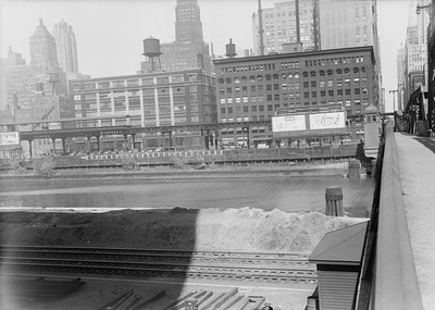 2016.010.FAC5.06692--cole 6x9-12pak neg--Chicago Elevated--old Market St L stub from Washington St bridge looking east--Chicago IL--1948 0531