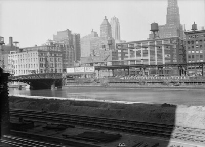 2016.010.FAC5.06693--cole 6x9-12pak neg--Chicago Elevated--old Market St L stub from Washington St bridge looking east--Chicago IL--1948 0531