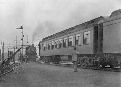 2016.010.FAC5.05204--cole 6x9-12pak neg--NYC--steam locomotive 4694 and passenger train scene--Englewood IL--1919 0705