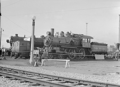 2016.010.FAC5.02092A--cole 3x4 neg--NYC--steam locomotive 4-4-0 999 on display at Pageant of Progress--Chicago IL--1921 0814