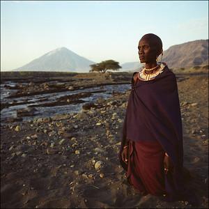 Africa - Lady kneeling