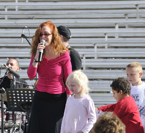 Lannie Garrett warms up the crowd