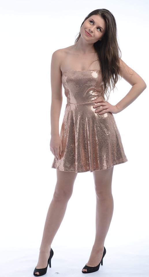 Model: Zoe Kellett; MUA: Manuela Herrera