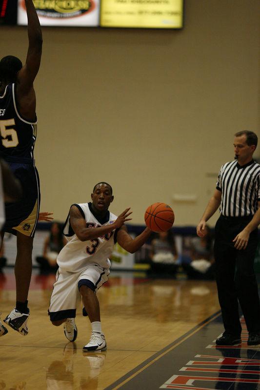 FAU Basketball vs East Tenn State 1047
