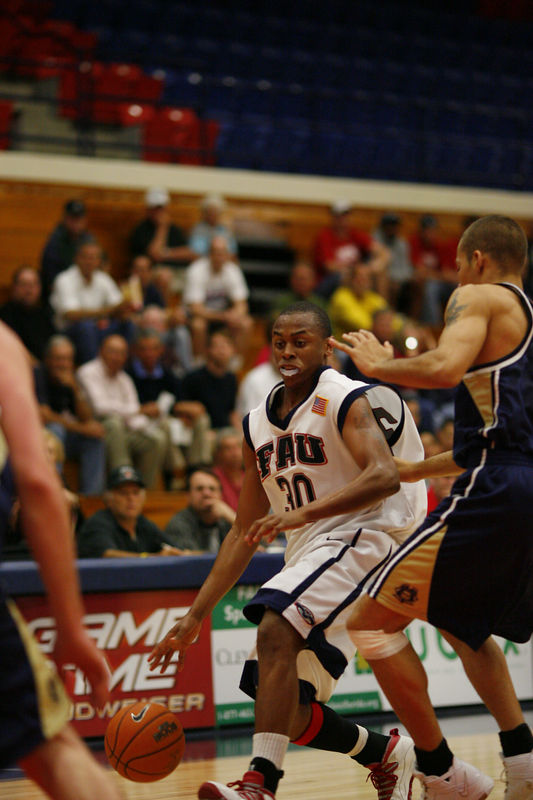 FAU Basketball vs East Tenn State 1045