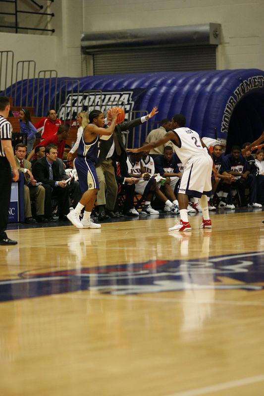 FAU Basketball vs East Tenn State 1055