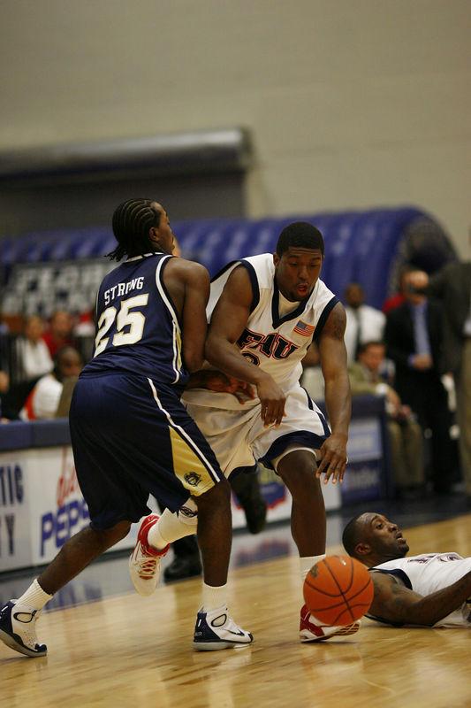 FAU Basketball vs East Tenn State 1034