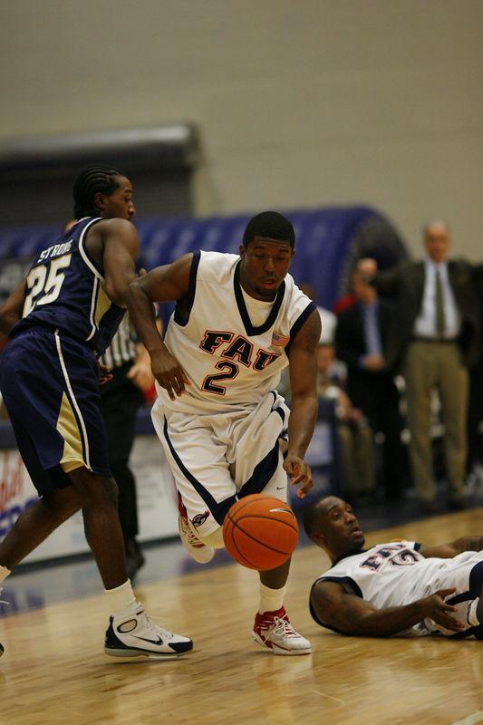 FAU Basketball vs East Tenn State 1035