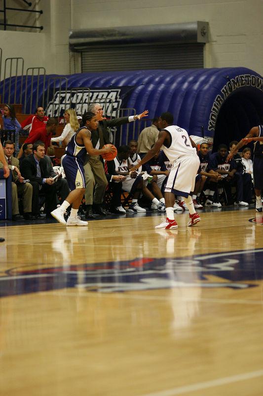 FAU Basketball vs East Tenn State 1056