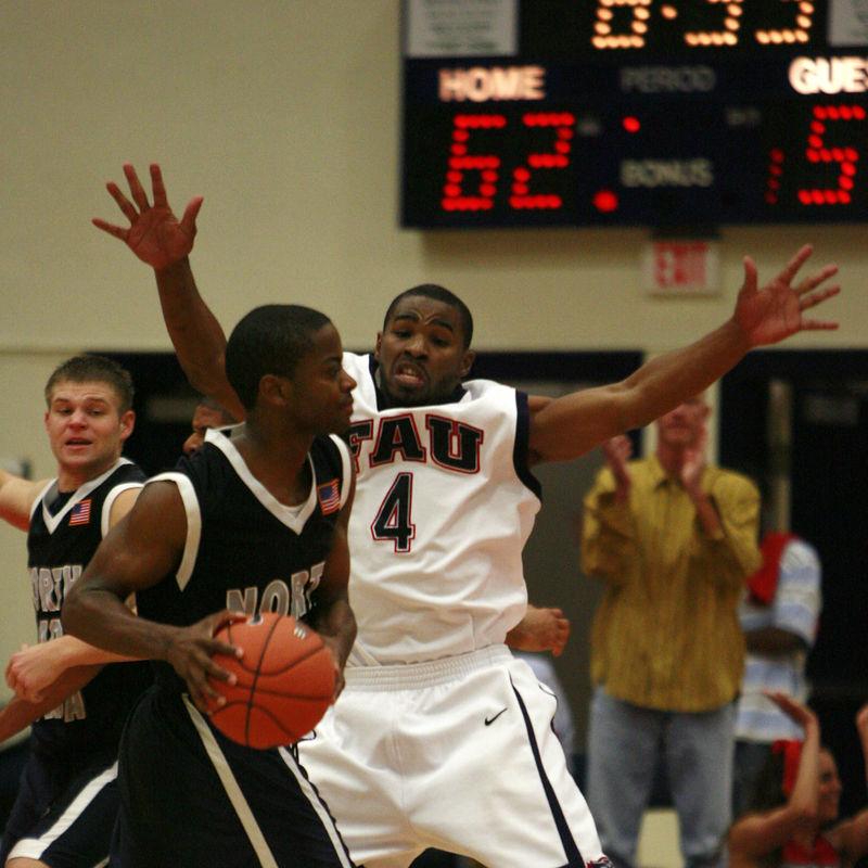 FAU Basketball vs UNF Nov 30 2005 (5)
