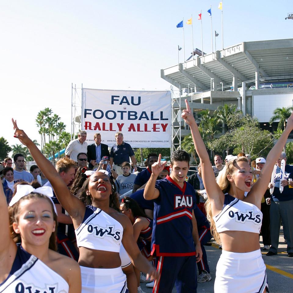 FAU Football vs FIU 23nov02 048sq