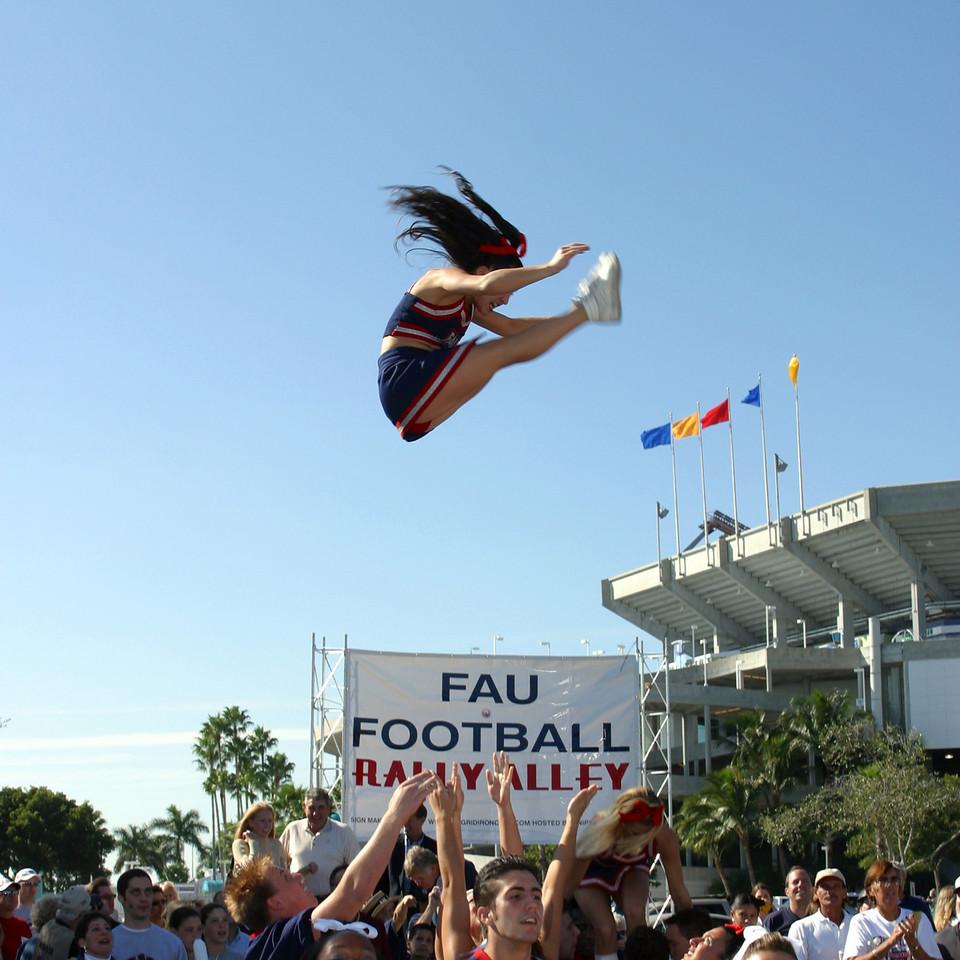 FAU Football vs FIU 23nov02 050sq