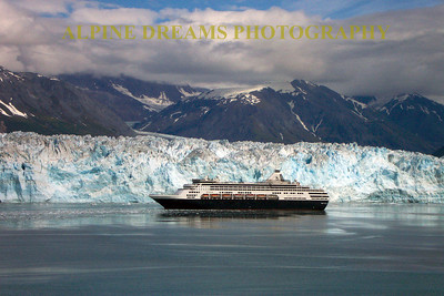 CRUISE-SHIP-GLACIER