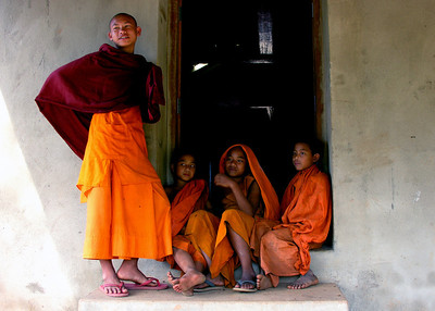 BUDDHIST MONKS - BURMA