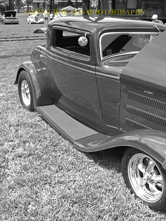 COUPE-IN BW-GRAYS