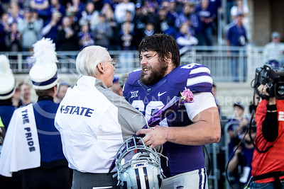 Bill Snyder talks to senior defensive tackle Will Geary  during the pregame of the football game against Iowa State at Bill Snyder Family Stadium on Nov. 25, 2017. (Alanoud Alanazi | Collegian Media Group)