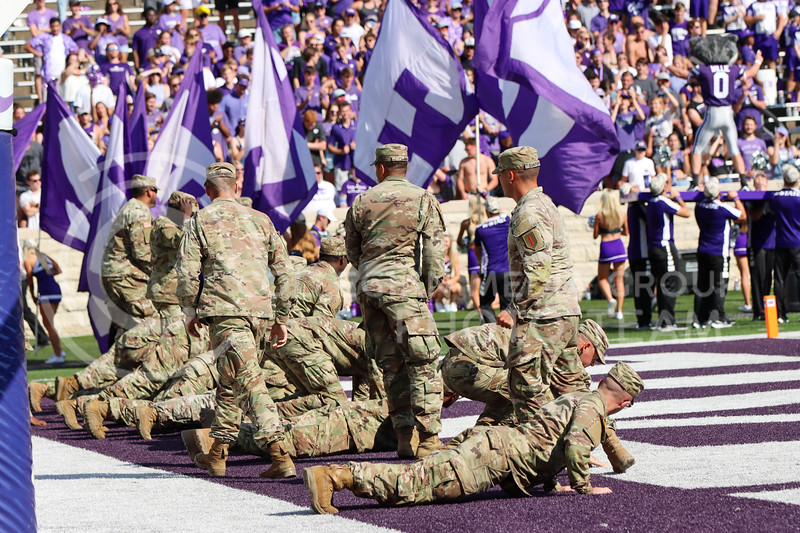 Soldiers from Fort Riley do celebratory touchdown pushups with Willie on Fort Riley day (Kendall Spencer | Collegian Media Group).