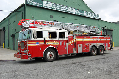 FDNY Ladder 101 2001 Seagrave 100' Photo by Chris Tompkins