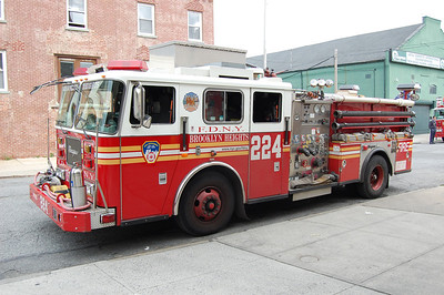 FDNY Engine 224 2002 Seagrave 2000-500 Photo by Chris Tompkins
