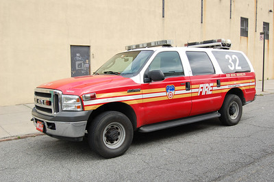 FDNY Battalion 32 2005 Ford Excursion Photo by Chris Tompkins