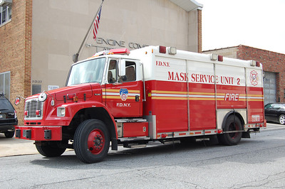 FDNY Mask Service Unit 2 2001 Freightliner - Hackney Photo by Chris Tompkins