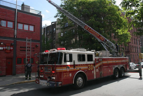 FDNY LADDER 30 HARLEM (MAY 2010)