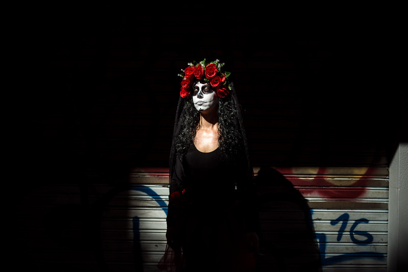 Una mujer se disfraza de Catrina, personaje de la cultura mexicana, en la segunda jornada del carnaval de día celebrado en Santa Cruz de Tenerife. Sábado, marzo 4, 2017 (Andrés Gutiérrez/Diario de Avisos)