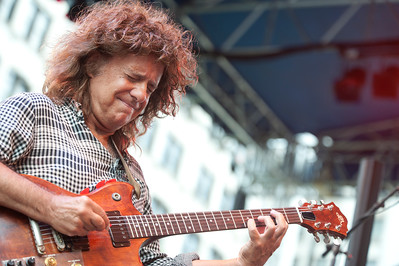 Pat Metheny   http://www.patmetheny.com