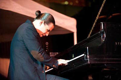 Alfredo Rodriguez   http://www.alfredomusic.com  http://www.youtube.com/watch?v=csM_M-j3UNE