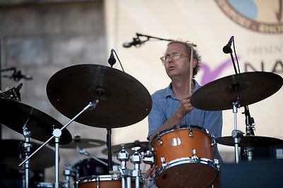 Kenny Wollesen   http://www.drummerworld.com/drummers/Kenny_Wollesen.html