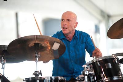 Joey Baron   http://www.drummerworld.com/drummers/Joey_Baron.html