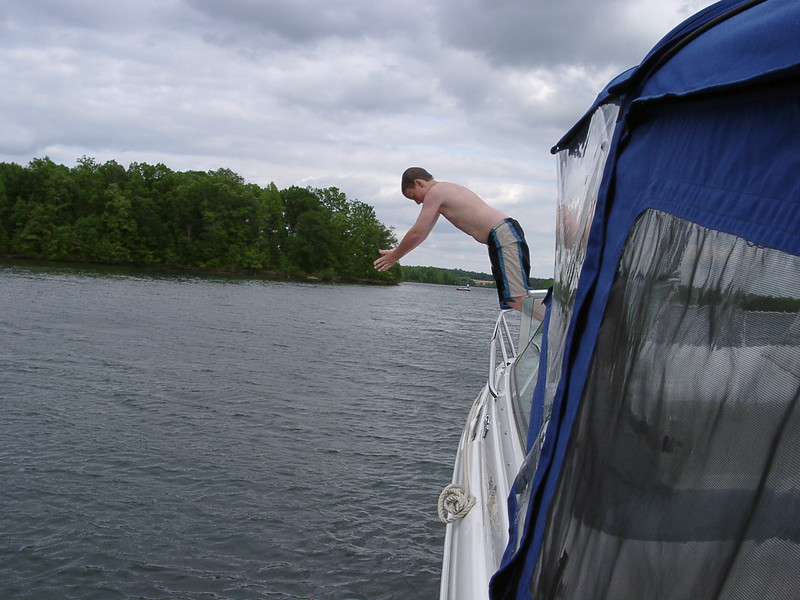 Boating in Louisa