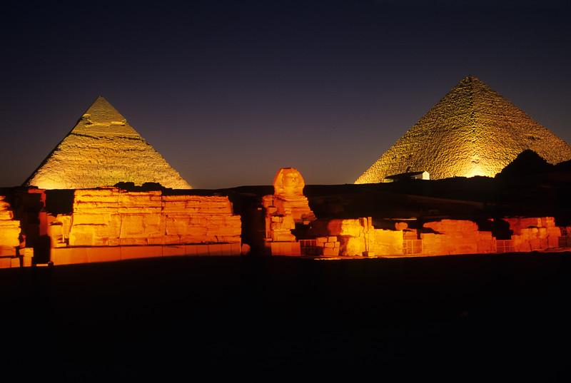 PyramidNightShow4
