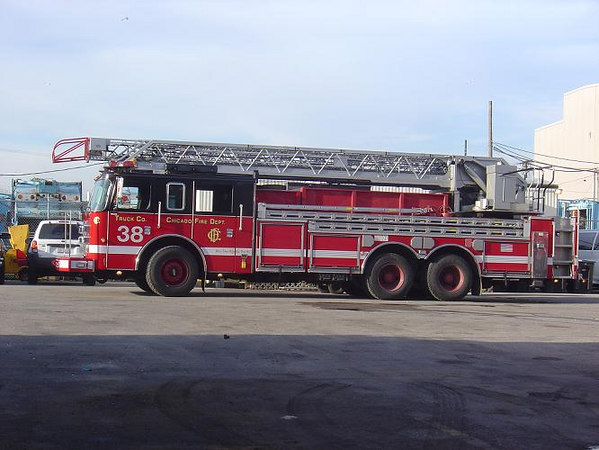TRUCK CO. 38, 2002 PIERCE DASH 100'