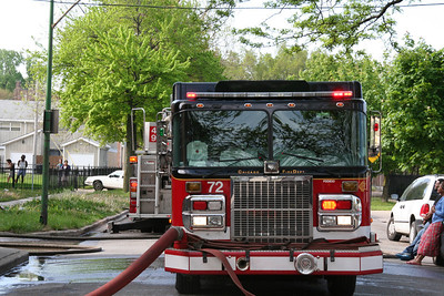 CHICAGO ENGINE CO. 72  (AT A STILL & BOX ALARM ON 5/22/2011)