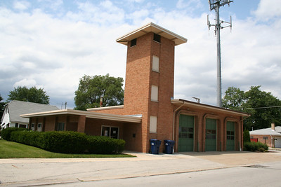 EVERGREEN PARK (former station 2) (photo taken 7/19/2009)