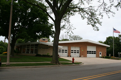 WILMETTE STATION 27 (photo taken 7/1/2009)