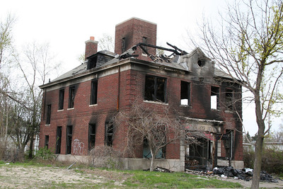 DETROIT ENGINE CO. 48'S FORMER BURNED OUT HOUSE