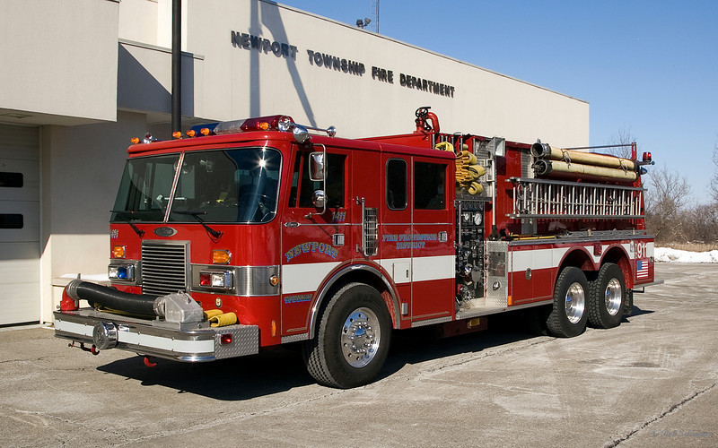 Newport Township Fire Protection District, 1989 Pierce Lance, 1250 gpm single stage pump, 2500 gallon water tank.