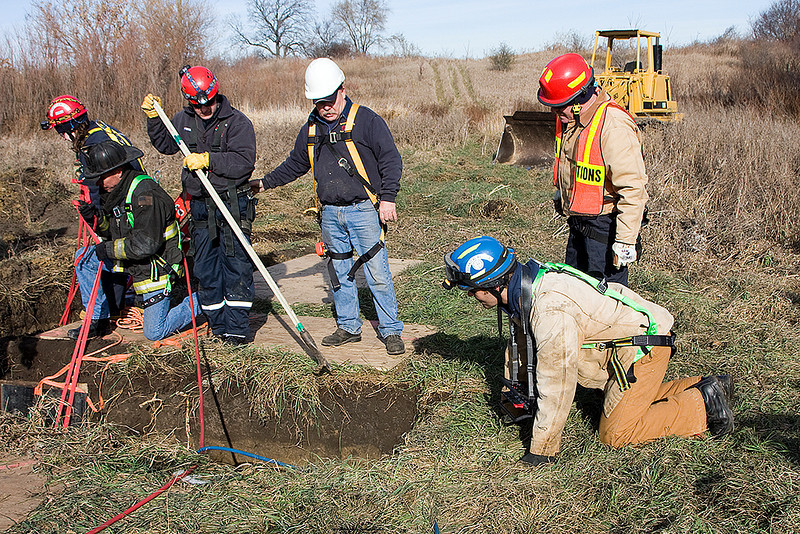 MABAS Divisions 4 & 5 trench and mechanic's team drill