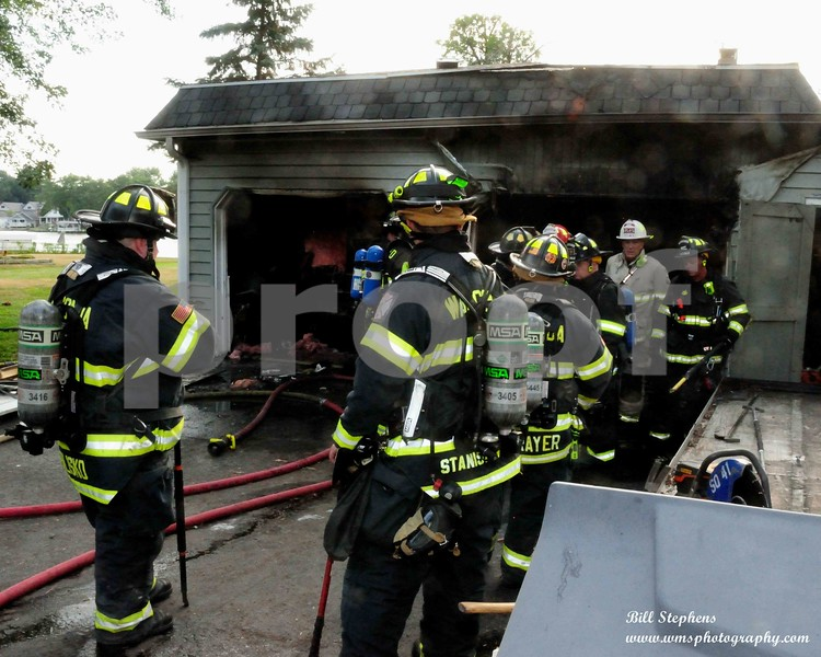 411 Mineral Spring Dr  McHenry Twp FPD o/s of a working garage fire with explosion, no entrapment, hvy fire showing| COPYRIGHT 2018 WMS PHOTOGRAPHY
