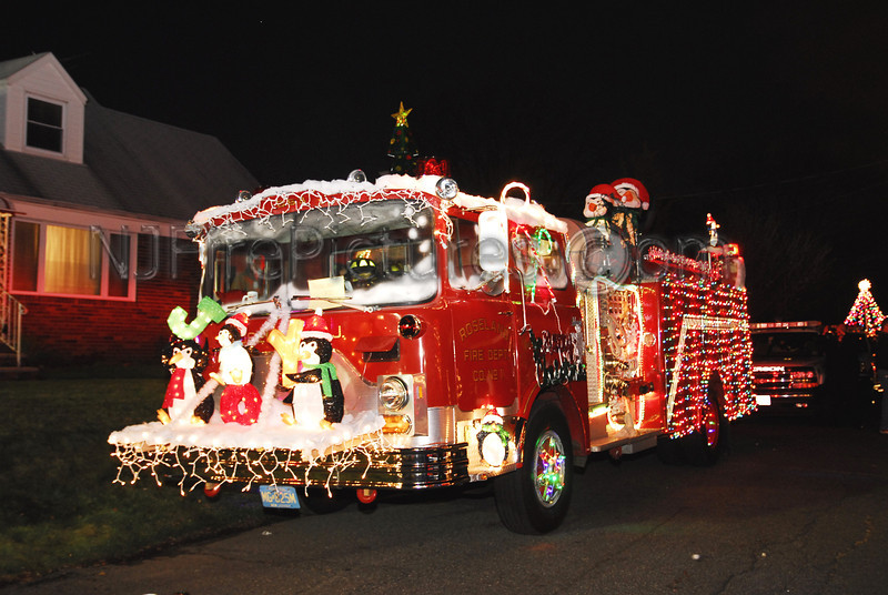 Roseland, NJ's Mack CF pumper decorated for the Wallington Holiday Parade