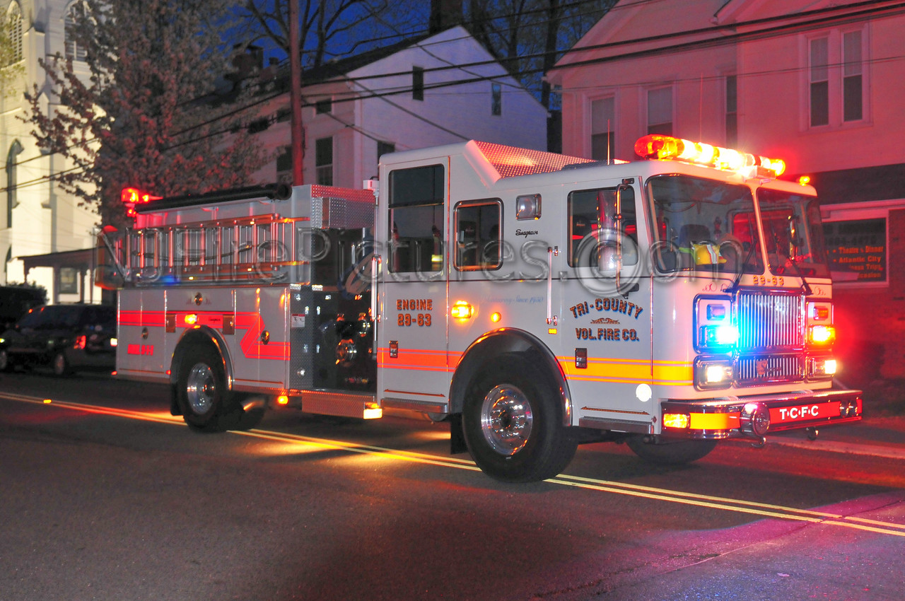 Mansfield, NJ Engine 29-83 at a working fire in Hackettstown