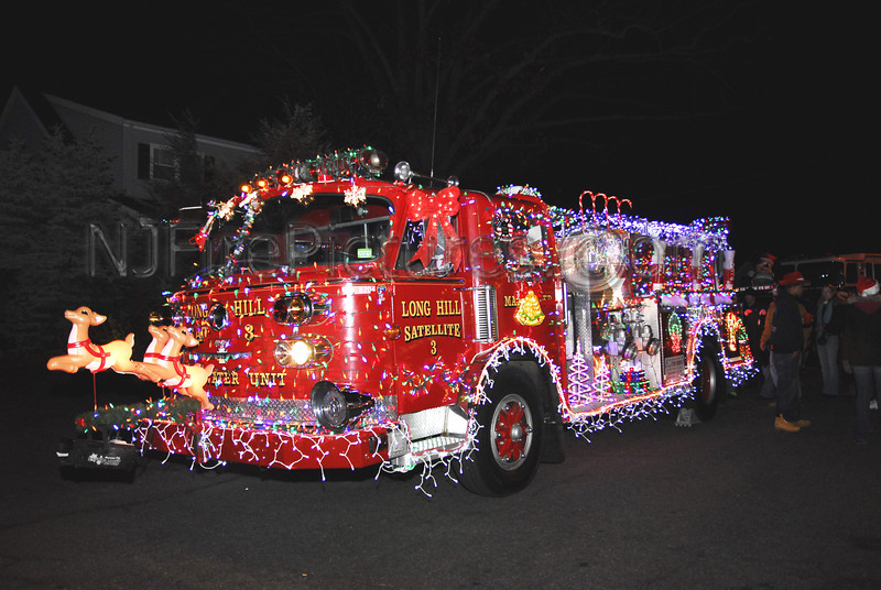 Long Hill Conecticut's American LaFrance Pumper all dolled up for the Wallington Holiday Parade.