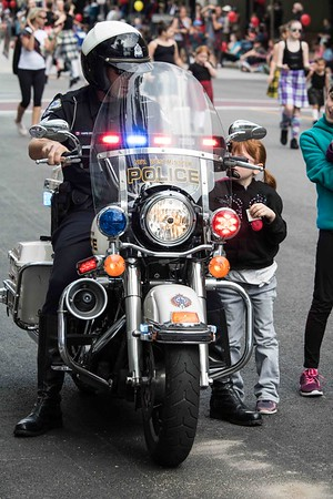 MOTORCYCLE COP WITH LITTLE GIRL