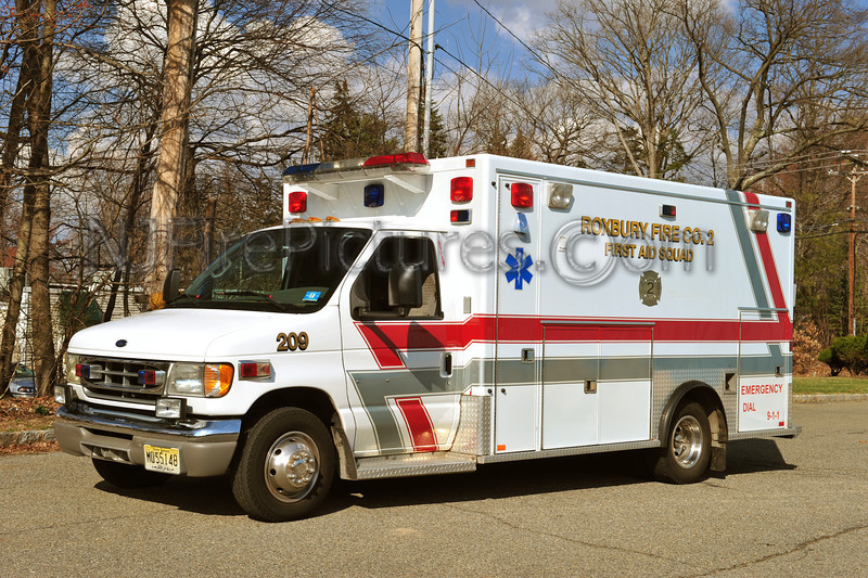 ROXBURY, NJ (FIRE CO. # 2) AMBULANCE 209 - 2002 FORD E350/1989 MOBILE MEDICAL BODY
