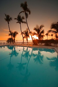 Hotel Pool Vert  784_8402 (1)