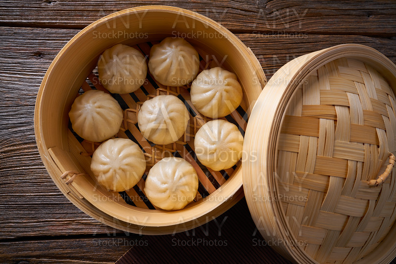 steamed pork buns in bamboo steamer