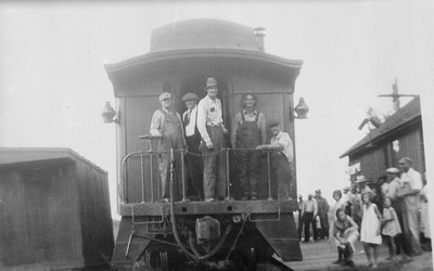 2009.026.21.0767--ritzman 4x5 COPY neg [from LP Gillum]--CB&Q--hind end with crew posing on last mixed freight train trip on old FCNG--DeLong IL--1934 0823